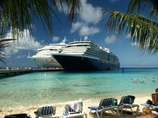 1106432_cruise_ships_at_grand_turk%20sxchu.jpg